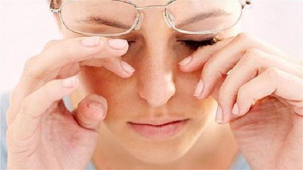 Ощущение песка в глазах - что это, причины и лечение