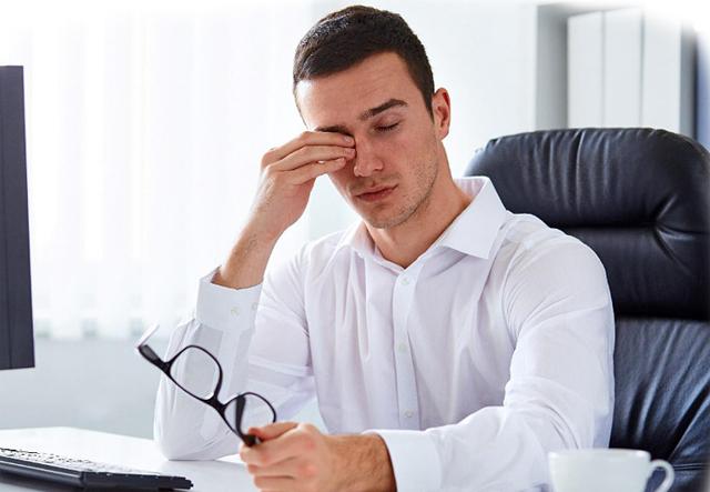 Болит голова при движении глазами