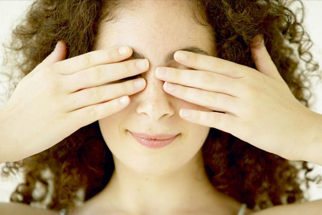 Зеленые пятна перед глазами - что это, причины и лечение
