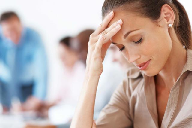 Болит голова и ухудшилось зрение - причины, что делать