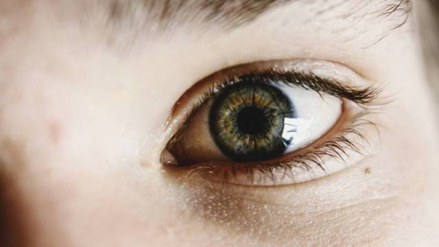 Желтые пятна на глазном яблоке
