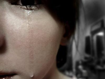 Как сдерживать слезы, когда хочется плакать
