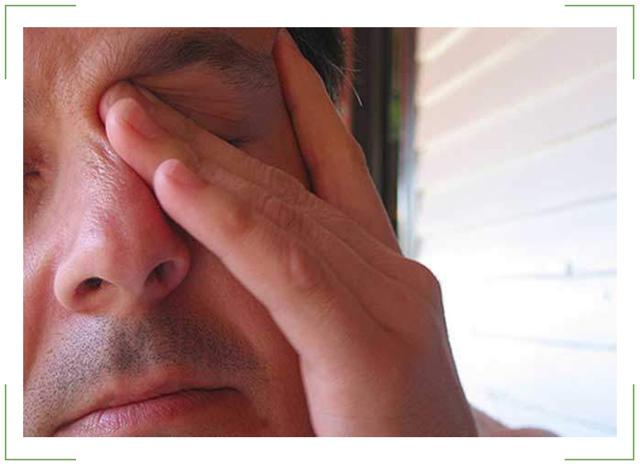 Жжение в глазах - причины и лечение