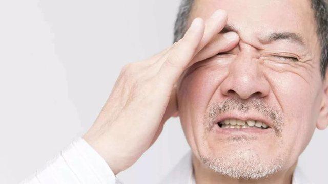 Почему лопаются сосуды в глазах - причины и лечение