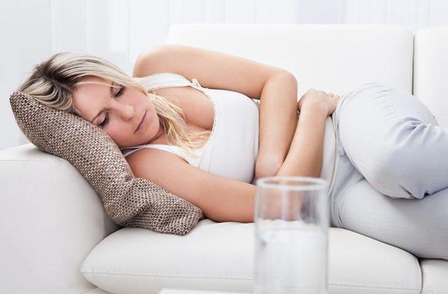 Причины выделений с неприятным запахом из уретры у женщин
